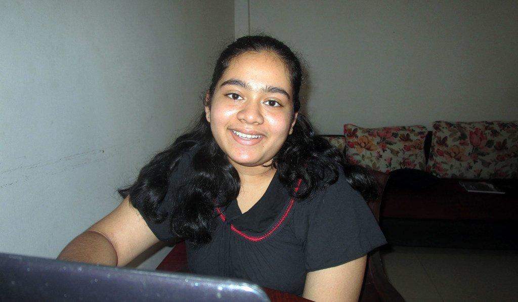 Diyathma, una estudiante de noveno grado de Maharagma, Sri Lanka, de 14 años, ha ganado el concurso de programación de hackathon en su grupo de edad.