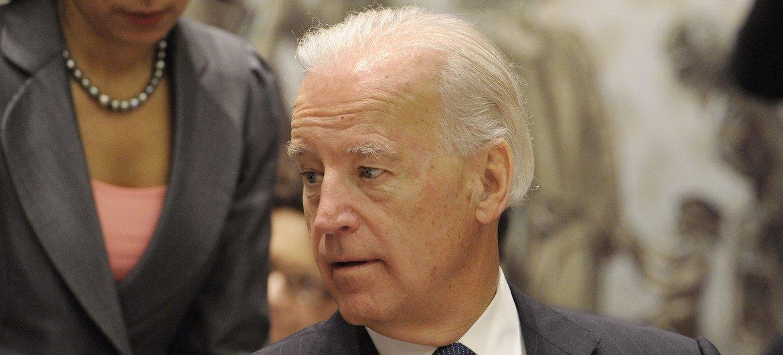 अमेरिका के पूर्व उपराष्ट्रपति जो बाइडन इराक़ मुद्दे पर सुरक्षा परिषद की एक बैठक के दौरान (दिसम्बर 2010).