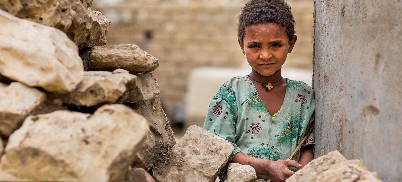 Un enfant au Tigré, en Éthiopie. 1,3 million d'enfants de cette région en conflit depuis trois mois ne sont pas retournés à l'école, selon l'UNICEF