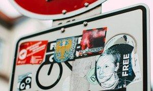 A diez años de su arresto, Julian Assange continúa preso.