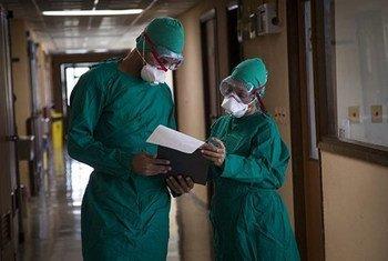 Para os profissionais de saúde, as jornadas de trabalho estão cada dia mais longas e mais pesadas.