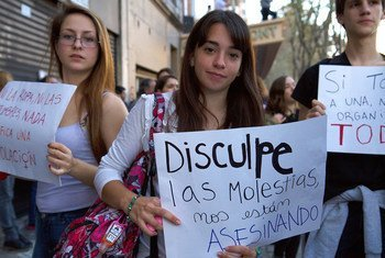 Protesta de mujeres en las calles de Argentina contra la violencia machista.