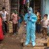 भारत के मुम्बई में कोविड-19 से बचाव उपायों के लिये जागरूकता अभियान चलाया जा रहा है.