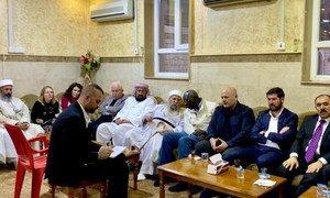 联合国防止种族灭绝问题特别顾问阿达玛·迪恩(Adama Dieng)和联合国调查小组负责人兼特别顾问兼联合国调查组负责人卡里姆·汗(Karim Khan)与雅兹迪最高精神领袖巴巴·谢赫交谈。