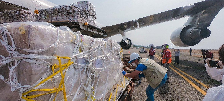 Suministros de la ONU llegan a Venezuela para apoyar en la respuesta al COVID-19.