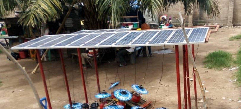Alternativa sustentável: lanternas solares substituem lâmpadas de querosene