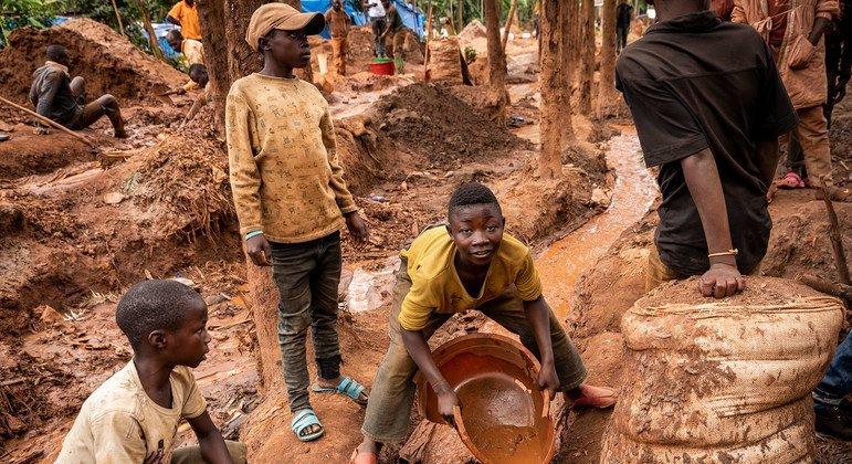 Дети работают в Южном Киву в Демократической Республике Конго