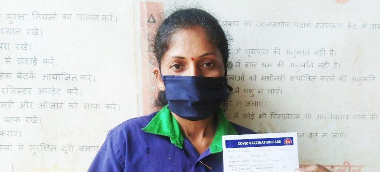 यूएनडीपी, सरकार के सहयोग से, सफ़ाई साथियों के टीकाकरण में मदद कर रहा है.