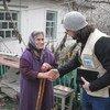 Сотрудники отделения УВКБ помогают нуждающимся жителям Украины
