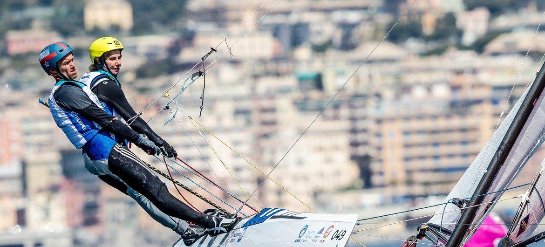 2019年4月19日,贝卡托鲁(右)与搭档在意大利参加亨佩尔帆船世界杯系列赛热那亚站。
