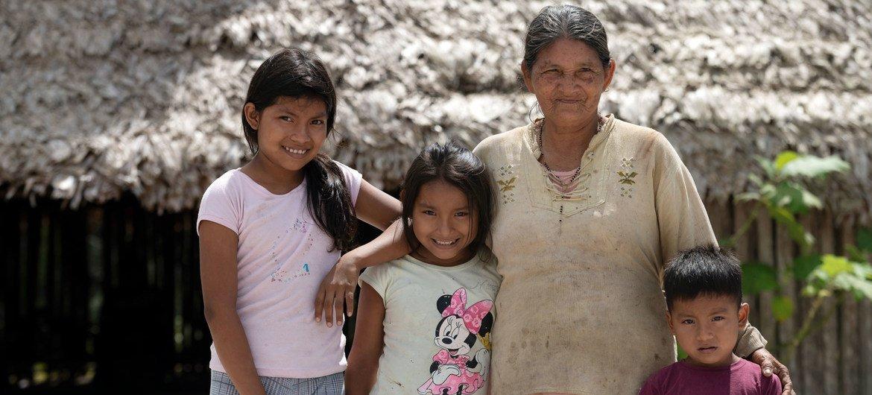 在开始接种新冠疫苗之前,与哥伦比亚塔拉帕卡的土著当局进行了协商。