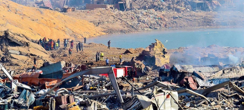 Trabalhadores em Beirute avaliam estragos depois de explosão