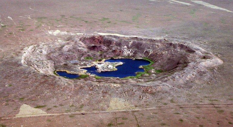 Crateres en un antiguo campo de pruebas nucleares de la antigua Unión Soviética en Semipalatinsk, en Kazajistán.