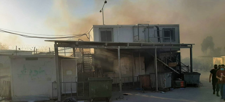 الحرائق تلتهم أجزاء كبيرة من مركز موريا لتسجيل وتحديد الهوية في ليسبوس باليونان.
