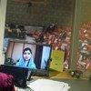 2021年9月9日,马拉拉•尤萨夫扎伊在联合国安理会阿富汗问题会议上发表讲话的图像映衬在一个翻译间内的电脑屏幕上。