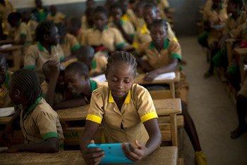 Une élève camerounaise dans une salle de classe. Les écoles des régions anglophones du pays ont connu une multiplication d'attaques