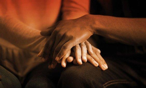 В ВОЗ напоминают: внимание окружающих к проблемам человека может уберечь его от самоубийства.