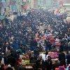 阿富汗喀布尔繁忙的曼达维(Mandawi)巴扎市场。