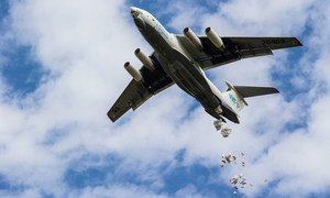 यूएन खाद्य राहत एजेंसी ने वर्ष 2015 में दक्षिण सूडान में ज़रूरतमन्दों तक विमान के ज़रिये सामग्री का वितरण किया.