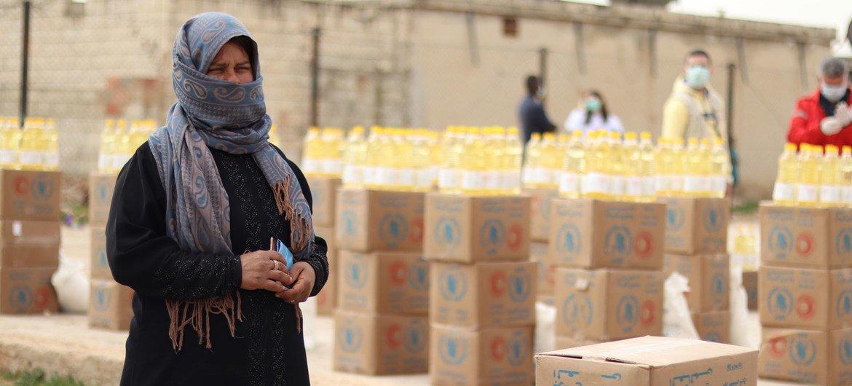 叙利亚受冲突影响的代尔哈费尔(Deir Hafer)镇的人们严重依赖世界粮食计划署的粮食援助来满足他们的日常需求。