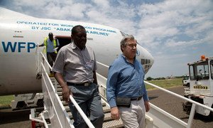 वर्ष 2014 में एंतोनियो गुटेरेश ने दक्षिण सूडान में विश्व खाद्य कार्यक्रम द्वारा हवाई मार्ग से राहत सामग्री वितरण का जायज़ा लिया था. उस समय वो यूएन शरणार्थी एजेंसी के प्रमुख के तौर पर कार्यरत थे.