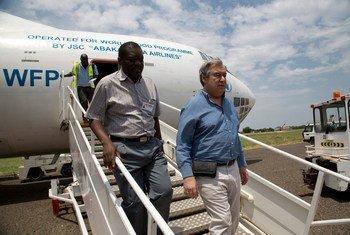 António Guterresalishuhudia usambazaji wa chakula nchini Sudan Kusini mwaka 2014 wakati akiongoza shirika la kuhudumia wakimbizi, UNHCR.