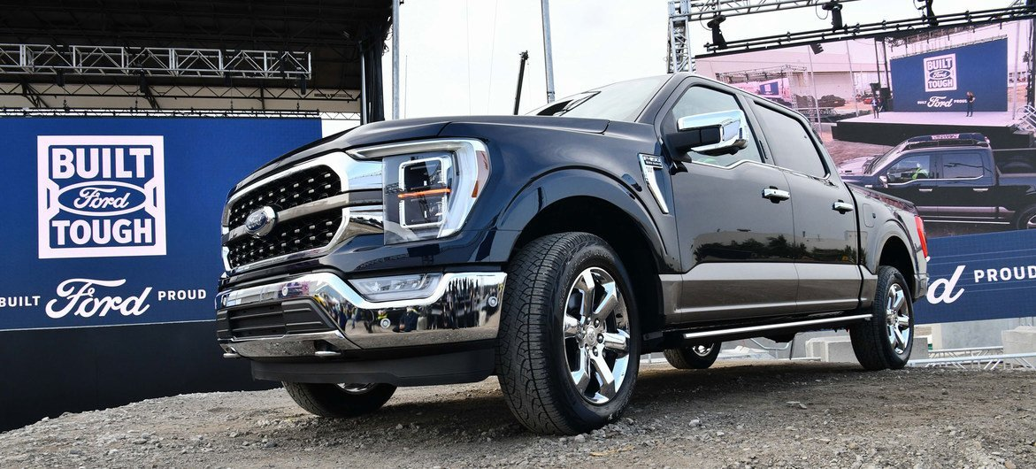 The US motor company Ford says it will release its first fully electric pick-up truck in 2022.