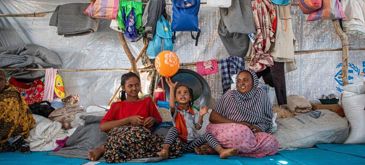 Des réfugiés dans le camp d'Um Rakuba au Soudan, après avoir fui l'Éthiopie.