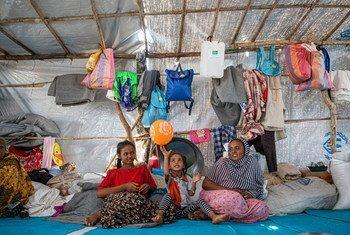 Refugiados se abrigam no campo de Um Rakuba, no Sudão, após fugirem da Etiópia.
