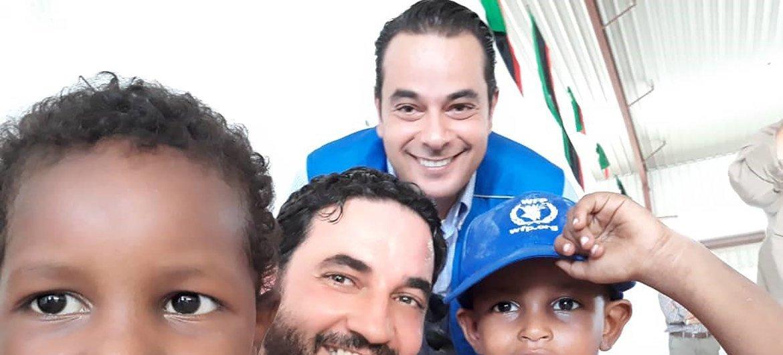 رئيس بعثة برنامج الأغذية العالمي في ليبيا، سامر عبد الجابر، في أحد المراكز في ليبيا.