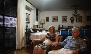 弗雷迪和贝蒂夫妇正在位于巴西里约热内卢的家中。