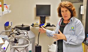 العالمة ماري هادجدورن التي تعمل في معهد سميثسونيان البيولوجي تقوم بتطوير تقنيات لإنقاذ الشعاب المرجانية.