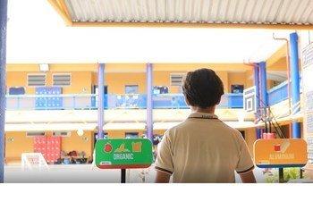 联合国教科文组织学习型城市学校里的一名学生