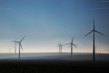 L'énergie éolienne permet aux pays de procéder à la transition vers une économie faible en carbone.