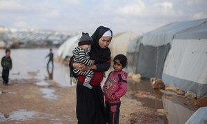 叙利亚西北部遭遇洪水侵袭的流离失所者营地。
