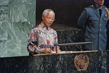 Nelson Mandela s'adresse à l'Assemblée générale des Nations Unies en septembre 2004.