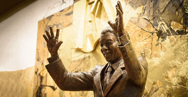 Estátua de Nelson Mandela na sede da ONU em Nova Iorque