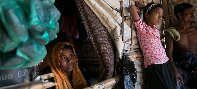 В Бангладеш из Мьянмы бежали почти миллион человек.