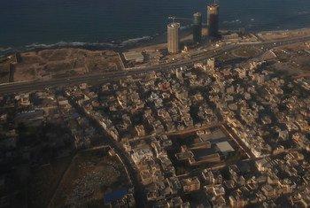 Vista aérea de Tripoli, la capital de Libia, desde una aeronave de la ONU.