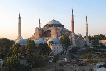 مبنى آيا صوفيا المهيب في إسطنبول، تركيا