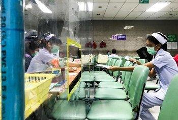 थाईलैण्ड की राजधानी बैकॉन्क के अस्पताल में बैठने की व्यवस्था करते समय ऐहतियाती उपायों का ख़ास ध्यान रखा गया है.