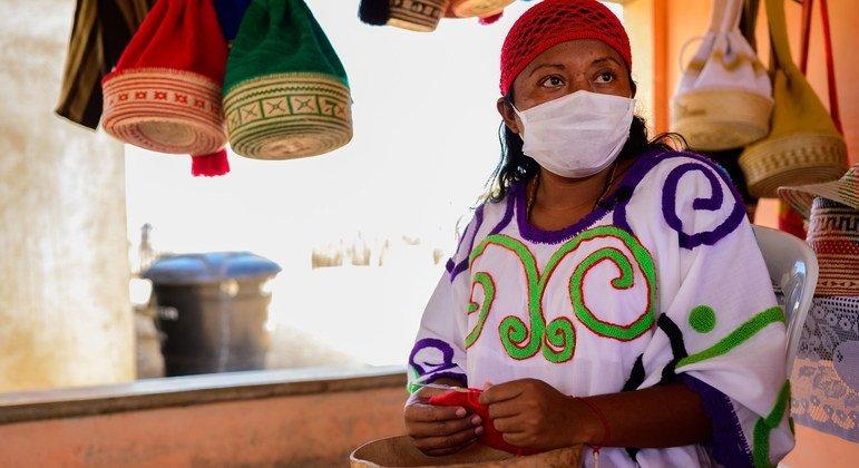 El pueblo wayúu de Colombia participa en la administración de los servicios de salud para su comunidad.