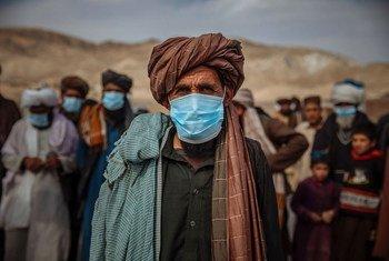 Mais de cinco milhões de afegãos estão deslocados internamente, incluindo essas famílias em Herat