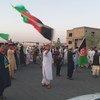 Un homme brandit le drapeau afghan dans les rues de Kandahar le jour de la fête nationale le 19 août dernier. (archive)
