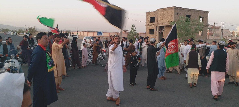 कांधार में अफग़ानिस्तान की स्वाधीनता की 100वीं वर्षगांठ मनाते लोग.