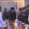 En 2019, le chef rebelle Riek Machar rencontre le Président du Soudan du Sud, Salva Kiir, dans la capitale du pays, Juba (photo d'archives)