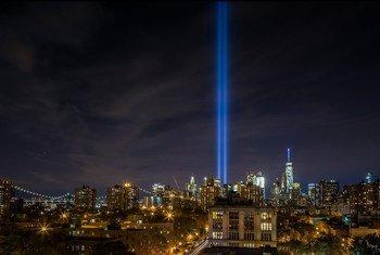 Световая инсталляция в Нью-Йорке, посвященная памяти жертв терактов 11 сентября 2001 года.