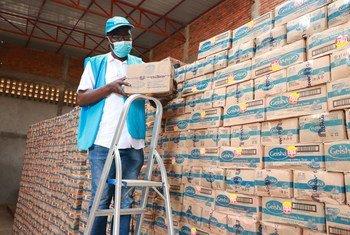 Sabuni zinaandaliwa kusambazwa na UNHCR kwenye maghala yaliyoko Mashiriki mwa Jamuhuri ya Kidemokrasia Congo.