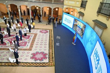 在马德里埃尔帕尔多宫举行在线会议,纪念联合国成立75周年。