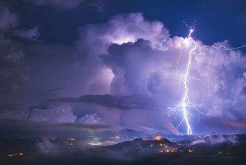Un orage, vu d'Istrie, en Croatie.